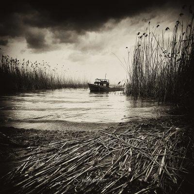 boat in the lake in black&white